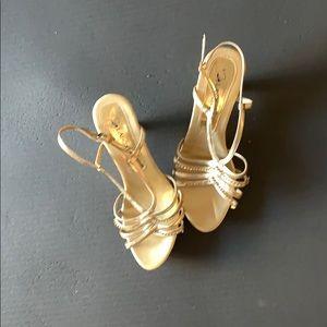 Evening kitten heel gold color